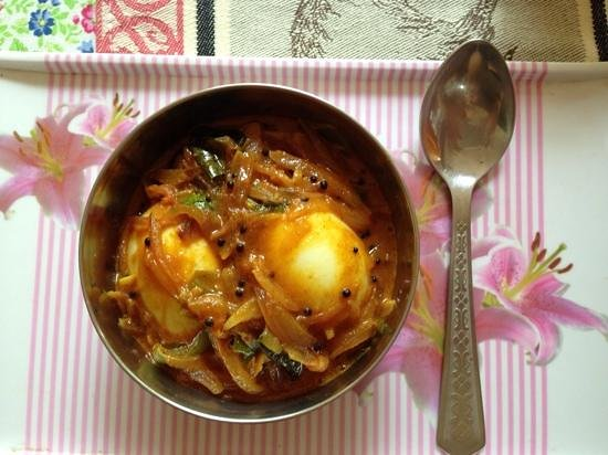 Bella Art & Meditation House : egg curry, breakfast