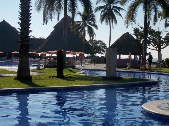 Royal Decameron Salinitas : pool area before ocean