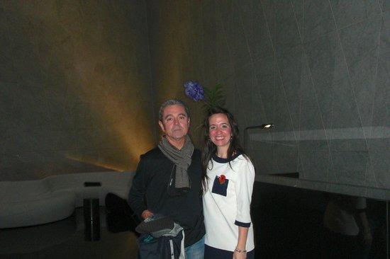 ME London Hotel: Con Lucía Herrera en recepción