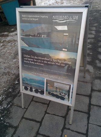 Mineralbad & Spa Rigi-Kaltbad : Infoständer an der Bahnstation Kaltbad