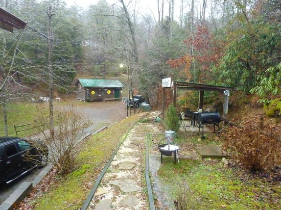 Smoky Mountain Lodging: Part of the Yard (Bear Cove Escape)