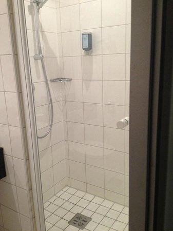 Novotel Munchen Messe : Shower stall