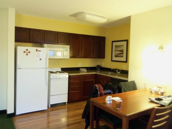Residence Inn Deptford: Küche mit Eßplatz