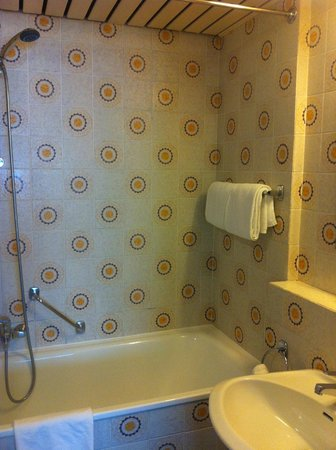First Euroflat Hotel : 70s style bathroom