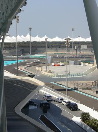 Yas Viceroy Abu Dhabi: View from balcony