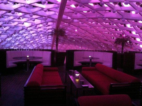 Yas Viceroy Abu Dhabi: Skyline bar