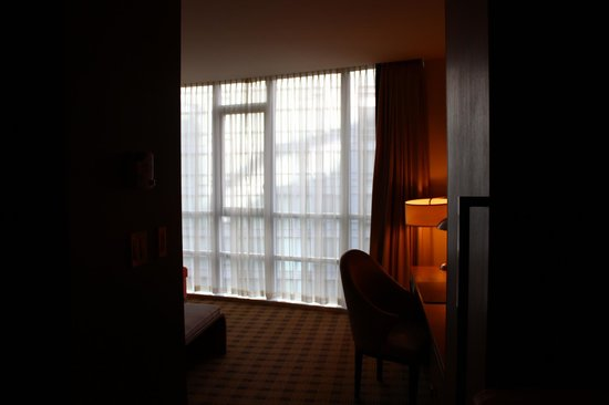 Loden Hotel : Janela do chão ao teto.