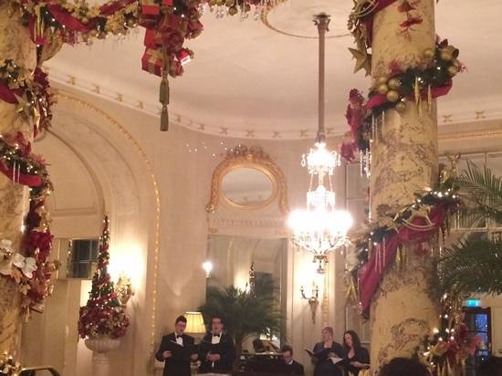 The Ritz London: Carol Singers