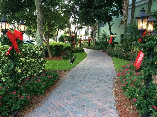 Riverside Hotel : Gardens
