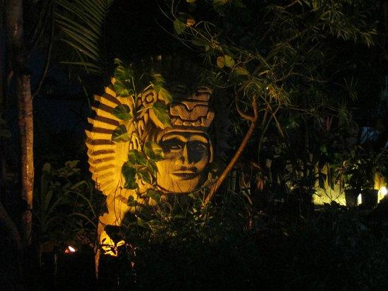 Ramon's Village Resort : statue