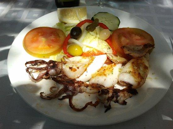 Restaurante Can Cargol: fresh squid