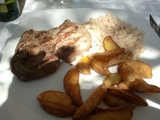 Restaurante Can Cargol: buffalo, potatoes and beans