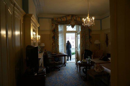 Hotel Bristol Wien: The room makes you feel like you are in old Vienna.