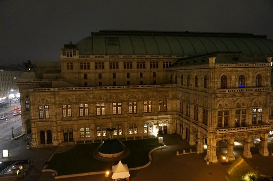 Hotel Bristol Vienna: Night view of the opera from our room