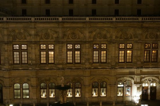 Hotel Bristol Vienna: So close to the opera you could practically spy through the windows