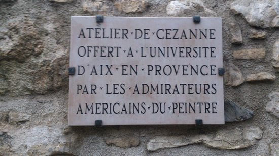 Atelier Cezanne: No muro da entrada do  Atelier de Cézanne