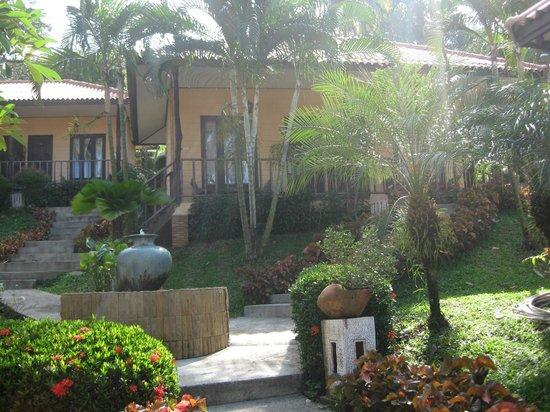 Paradise Bungalows, бунгало в саду