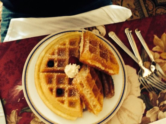 The Village Inn of Woodstock: Waffles <3