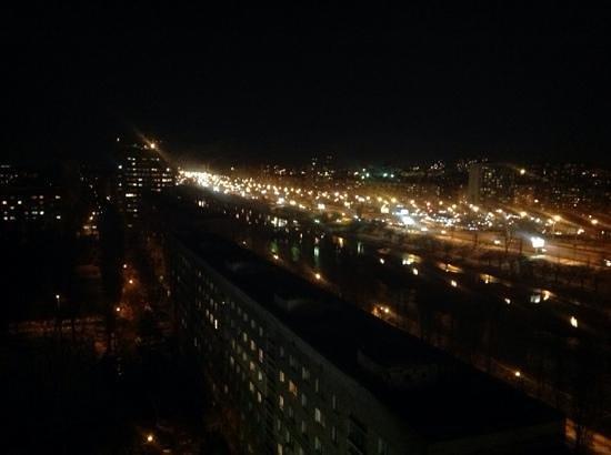 Slavutych Hotel: ночной вид