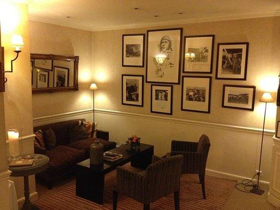 Hotel Signature St Germain des Prés : Lovely sitting room