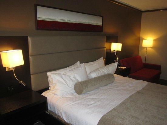 Crowne Plaza Gatineau-Ottawa : Très confortable et neuf lit