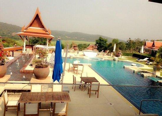 Baan Souchada Resort & Spa: เป็นโรงแรมที่สวยมาก ชอบมากสระว่ายน้ำ