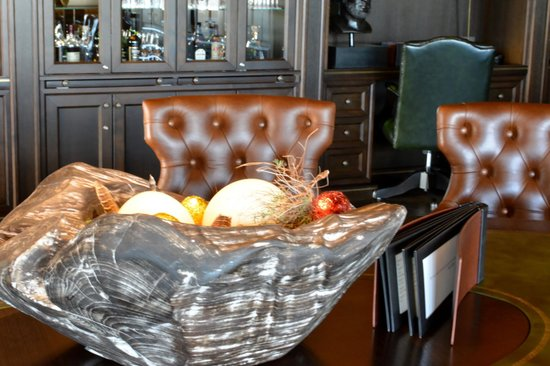 Interalpen-Hotel Tyrol: Easter in the smokers lounge