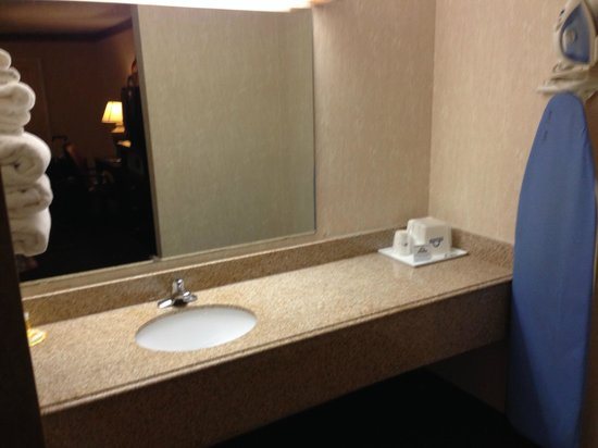 Days Inn Austin/University/Downtown: bathroom