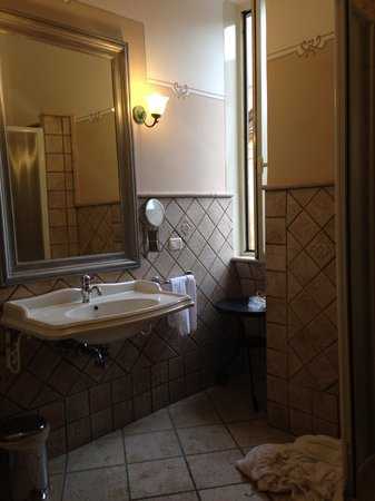 Hotel Golden : bathroom