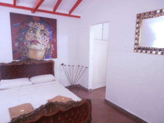 Urban Buddha Hostel Medellin: habitación privada planta baja