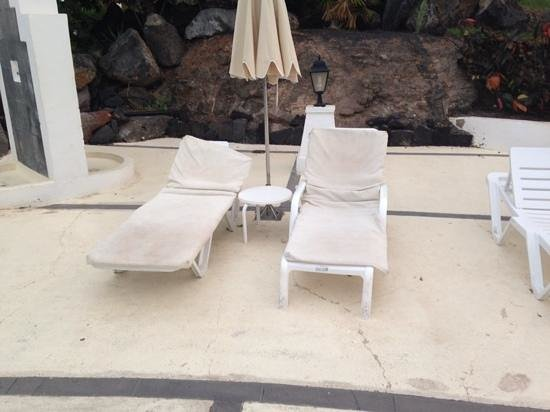 Hotel THe Volcan Lanzarote: pool beds not 5 star