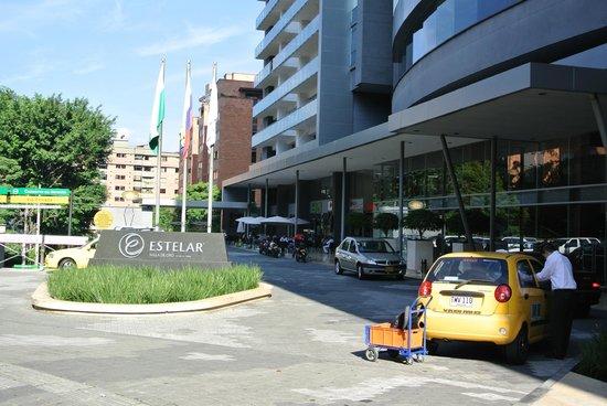 Hotel Estelar Milla de Oro: Entrance to hotel