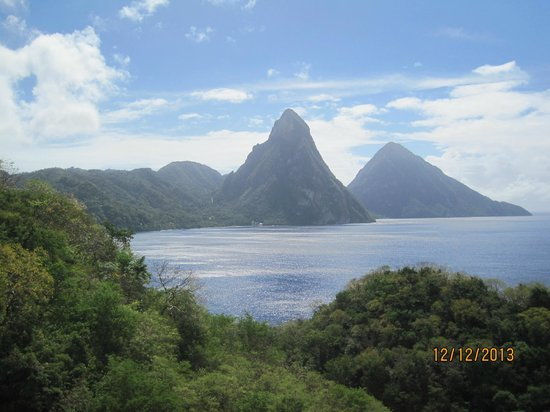 Jade Mountain Resort: View of the landscape from the top of the resort