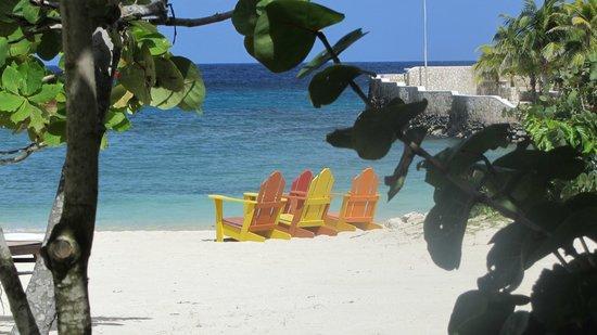 GoldenEye : beachside