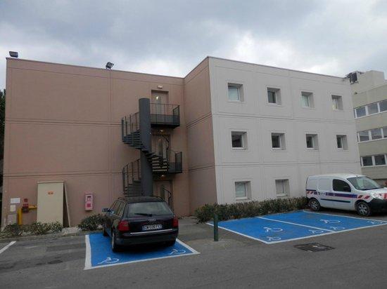 Hotel F1 Nice Villeneuve Loubet: Exterior y Parking