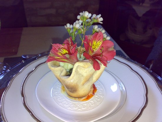 Osteria del Cucco: Canestrino di pasta di pane con purea di patate, erbette e guanciale