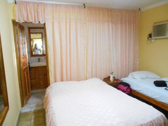 Hostal Llemy & Roselia: chambre pour 3 personnes
