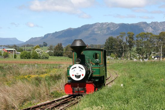 Carinya Farm Holiday Retreat: local steam train in Sheffield