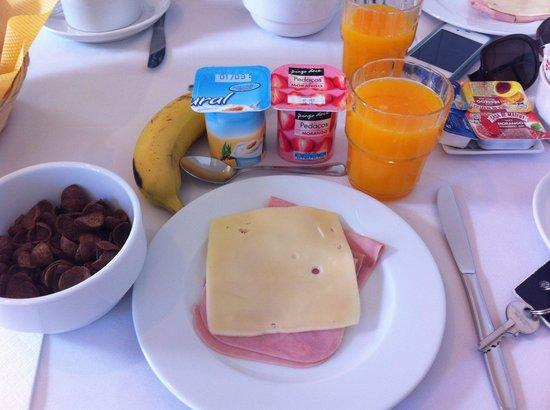 Casa Londres: really good breakfast, swear to God!!!
