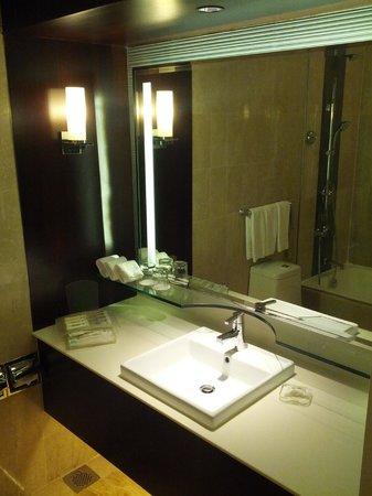 Holiday Inn Singapore Orchard City Centre: Bathroom
