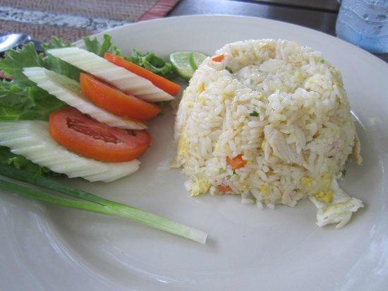 Rabbit Resort Pattaya's Grill House Restaurant : Fried rice & chicken