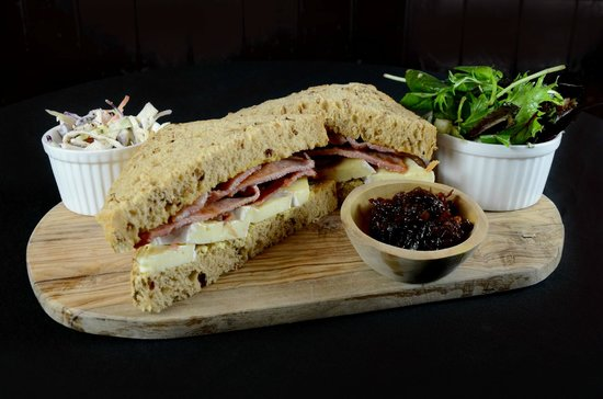 The Wig and Pen: Bacon, Brie & Red Onion marmalade sandwich