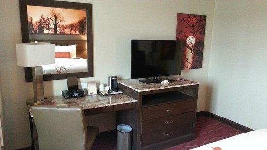 Mohegan Sun Pocono : TV - Desk area