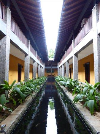 The Grand Udawalawe Safari Resort : Courtyard