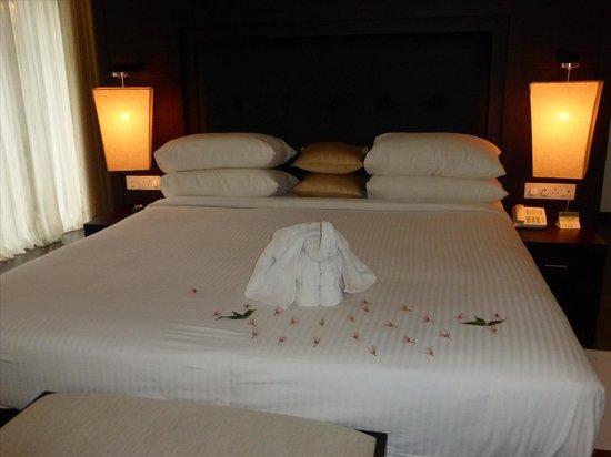 The Grand Udawalawe Safari Resort : Bed with Elephants