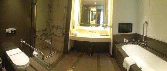 Crowne Plaza London - Battersea : Executive Bathroom