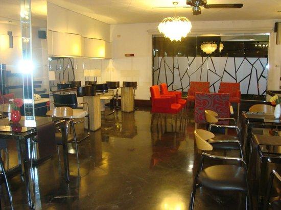 Hotel Crillon Mendoza: Pequeño bar