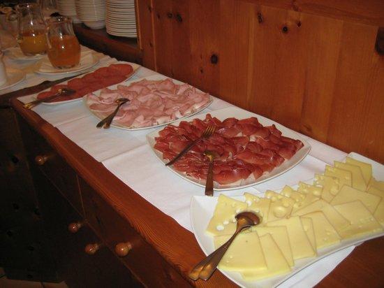 Hotel Dolomiten: colazione i salati