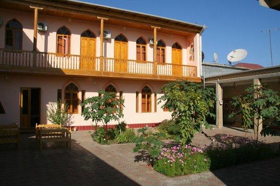 Hotel Xasan Gavhar: Blick vom Innenhof zu den Zimmern