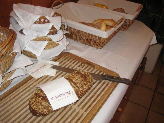 Hotel Dolomiten: pane colazione